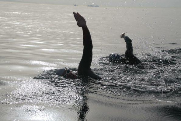 Nadadores paso del estrecho