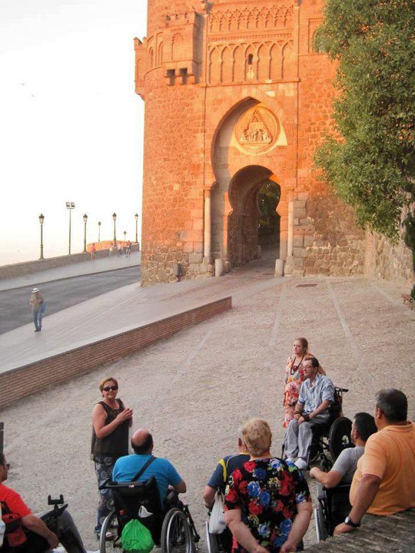 Pacientes del HNP visitan el casco histórico de Toledo