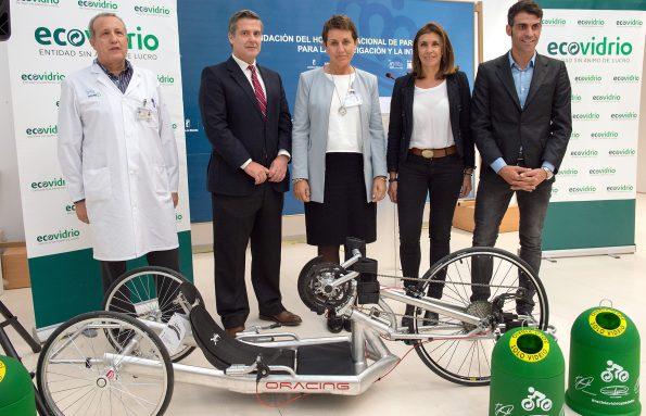 Entrega de bicicleta de manos resultado de la Campaña de reciclaje de Ecovidrio en el Hospital Nacional de Parapléjicos (Foto: Carlos Monroy)