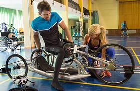 El Hospital contará con nuevas 'handbikes' para impulsar el ciclismo de manos entre los pacientes