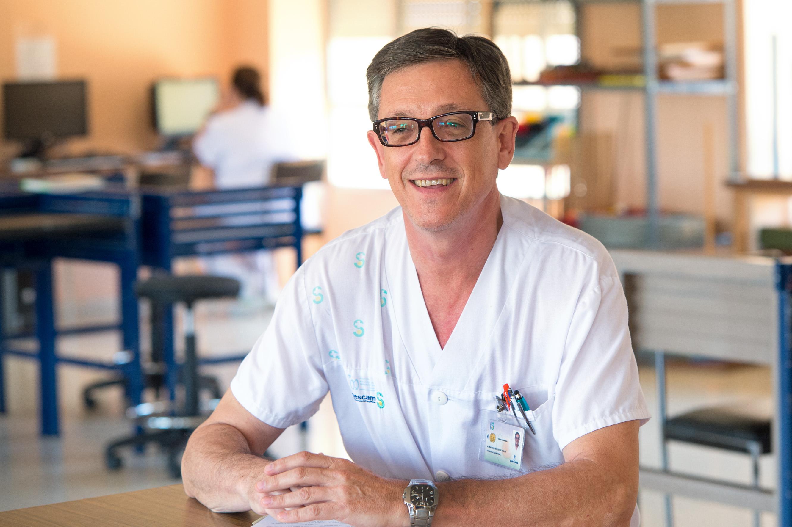 Alberto Ubago recibe la Medalla de Oro de Terapia Ocupacional de la ...