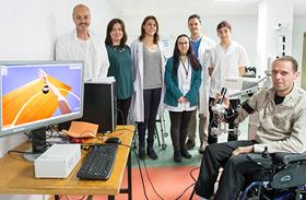 Parapléjicos estudia la efectividad de un exoesqueleto con realidad virtual para rehabilitar el miembro superior