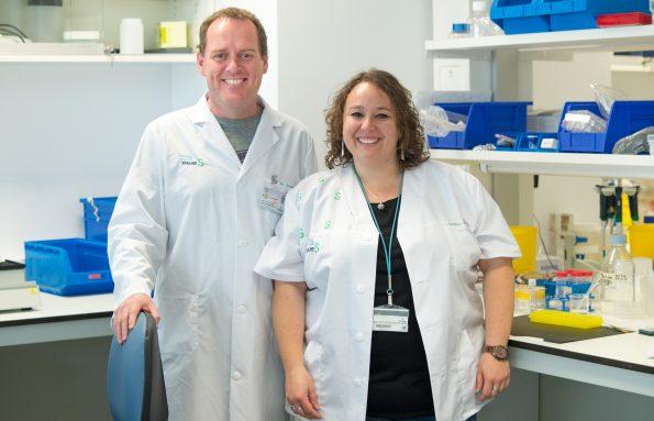 Diego Clemente e Isabel Machín, investigadores del Hospital Nacional de Parapléjicos. (Foto: Carlos Monroy // SESCAM)