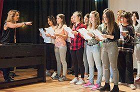 Estudiantes de Toledo aprenden el voluntariado con Curar y Cantar