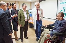 Profesionales de Parapléjicos forman al personal de aerolíneas en la atención al viajero con discapacidad