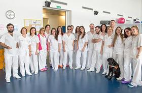 Ocho alumnos ciegos de la Escuela de Fisioterapia de la ONCE realizan prácticas en el Hospital de Parapléjicos