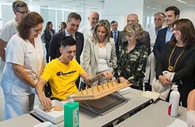 La ministra de Sanidad visita Parapléjicos