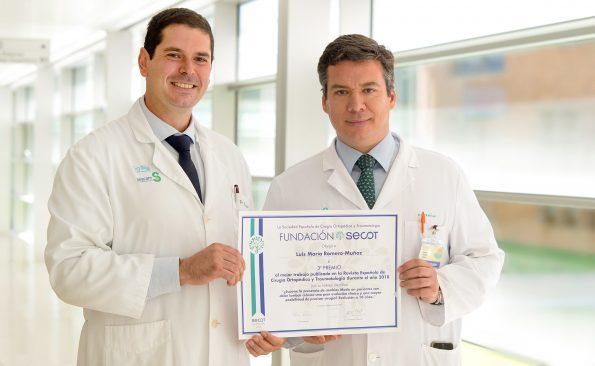 Luis Romero Muñóz y Andrés Barriga Martín, traumatólogos del Hospital Nacional de Parapléjicos. (Foto: Carlos Monroy // SESCAM)