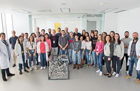 """La Sociedad Española de Neurociencia regala al Hospital Nacional de Parapléjicos una escultura del """"Proxecto Neuronas"""""""