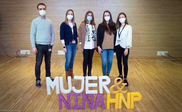 Participantes en el Día Internacional de la Mujer y la Niña en la Ciencia en el Hospital Nacional de Parapléjicos. (Foto: Carlos Monroy // SESCAM)