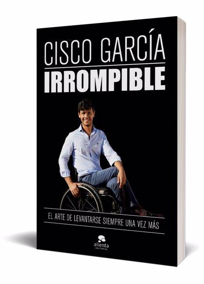 El influencer Cisco García, que pasó de ser abogado a tenista paralímpico, publica su primer libro 'Irrompible'
