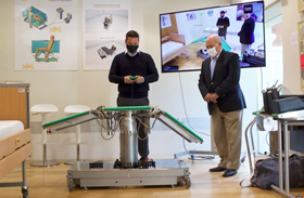 El inventor canario Manuel Borges presenta COBY-1  la primera camilla robotizada para personas con movilidad reducida